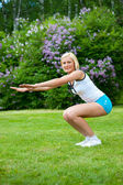 Woman doing fitness in the park — Stock Photo