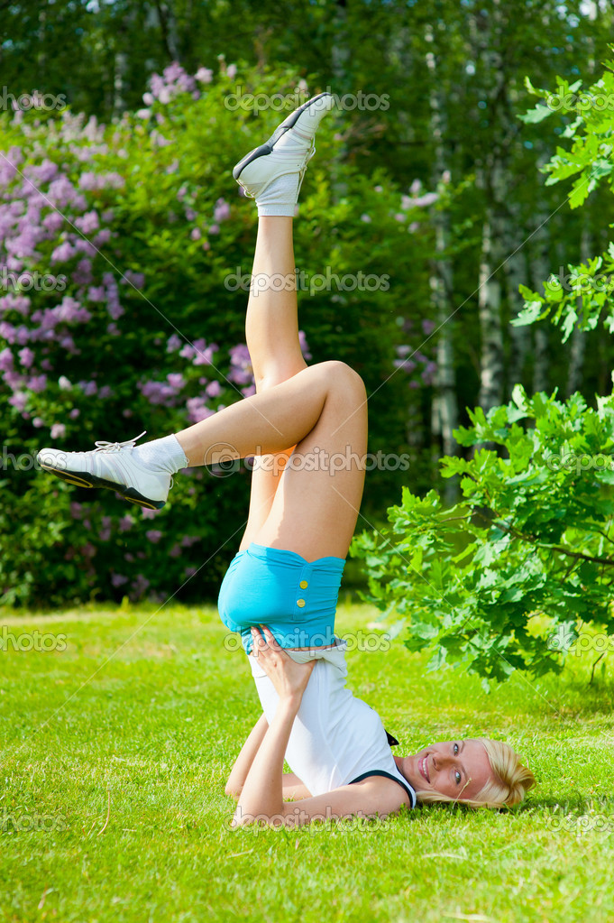 Beautiful caucasian woman doing pilates exercises in the park — Stock Photo #5876404