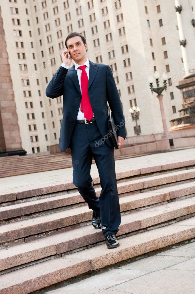 Young businessman calls on mobile in downtown — Stock Photo #6190357