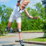 Girl roller-skating in the park — Stock Photo #6220048