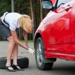 Blonde and broken car - Stockfoto