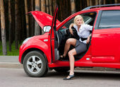 Blonde and broken car — Stock Photo