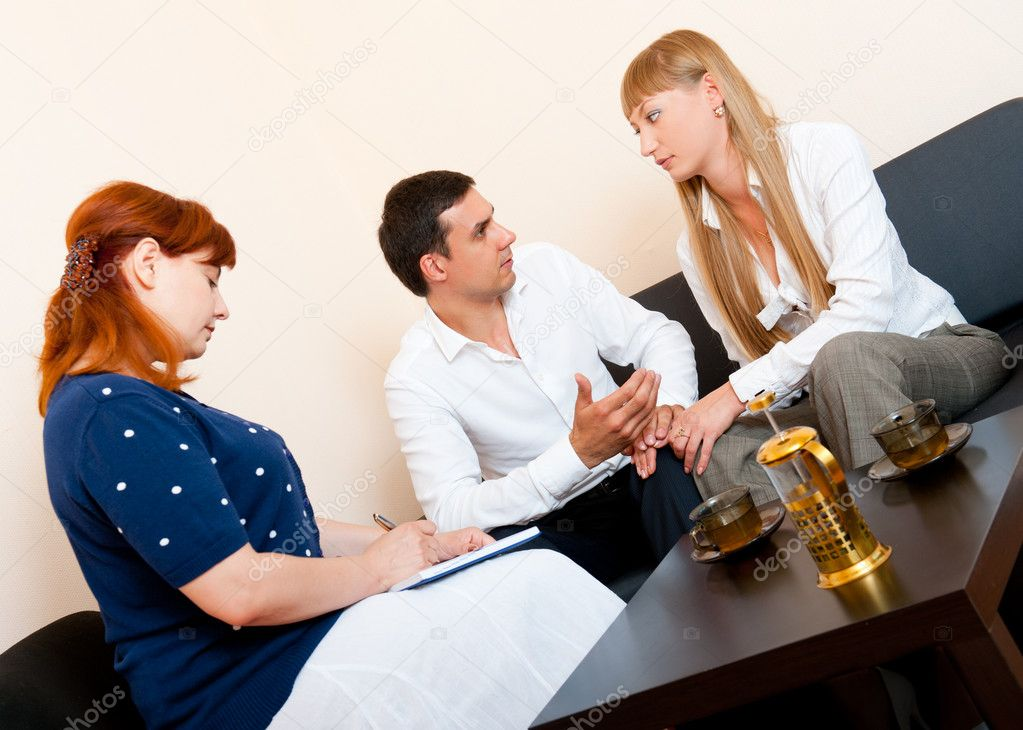 Young married couple consults at the psychologist — Lizenzfreies Foto #6236628