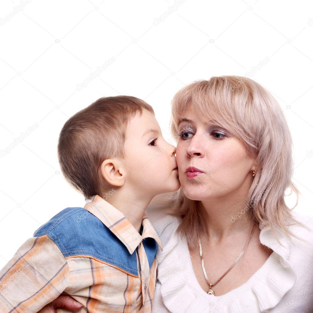 Сын целуется с мамой 14 фотография