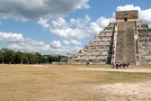 Chichen Itza Crowd — Stock Photo