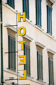 Yellow hotel sign — Stockfoto