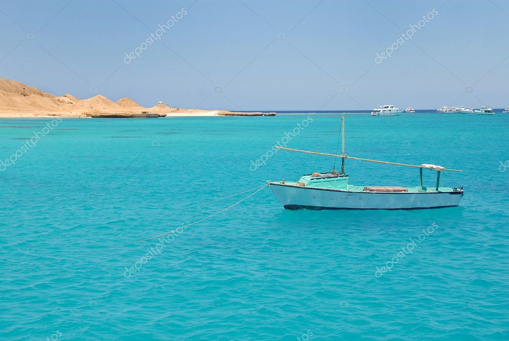 Boats on turquoise water of Red Sea, Egypt — Stock Photo #5837407