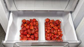 The ripe strawberries in the_freeze_1 — Stock Photo