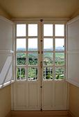 Ahşap kapılar kırsal yoluyla görüntüleme — Stok fotoğraf