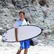 Man arriving at the beach to surf — Stock Photo
