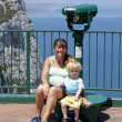 Mother and young son sitting by telescope in Gibraltar — 图库照片