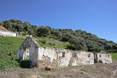 Spanish countryside next to ruins of building — Stock Photo