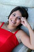 Chica española con cabello oscuro y ojos oscuros en vestido rojo — Foto de Stock