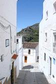 Vicoli di pueblo spagnolo in una giornata di sole — Foto Stock
