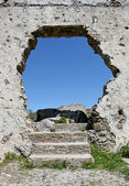 Hole in the wall of an ancient Spanish ruin — Stock Photo