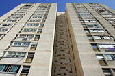 Abstract converging lines of a tall high rise apartment block — Stock Photo