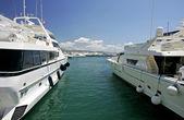 Big, beautiful, stunning and luxurious white yachts — Stock Photo