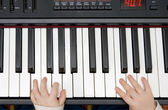 Young boys hands on an electronic piano or keyboard — Foto de Stock