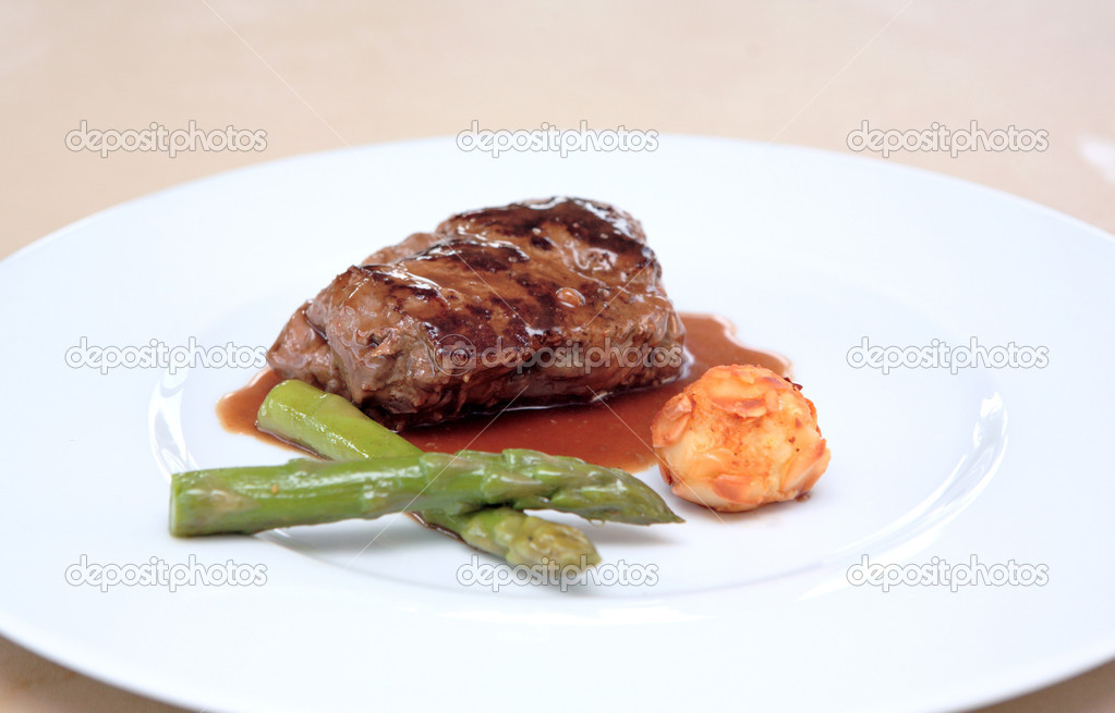 Small plate of gourmet food including fillet of steak meat, asparagus and potato — Stockfoto #6232155