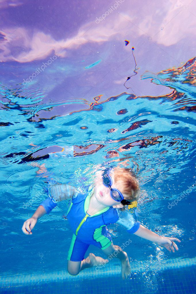 Child or young boy holding breath and looking at camera as seen from underwater — Stock Photo #6234221