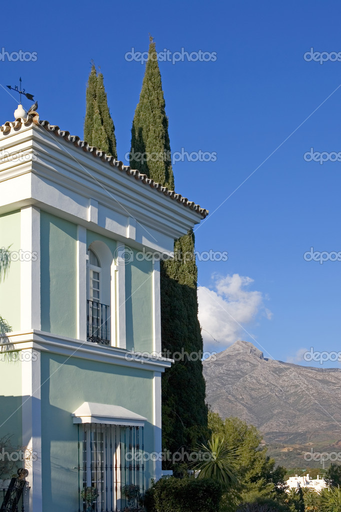 Green building and mountain views of Aloha Pueblo in Spain on the Costa del Sol — Stock Photo #6234749