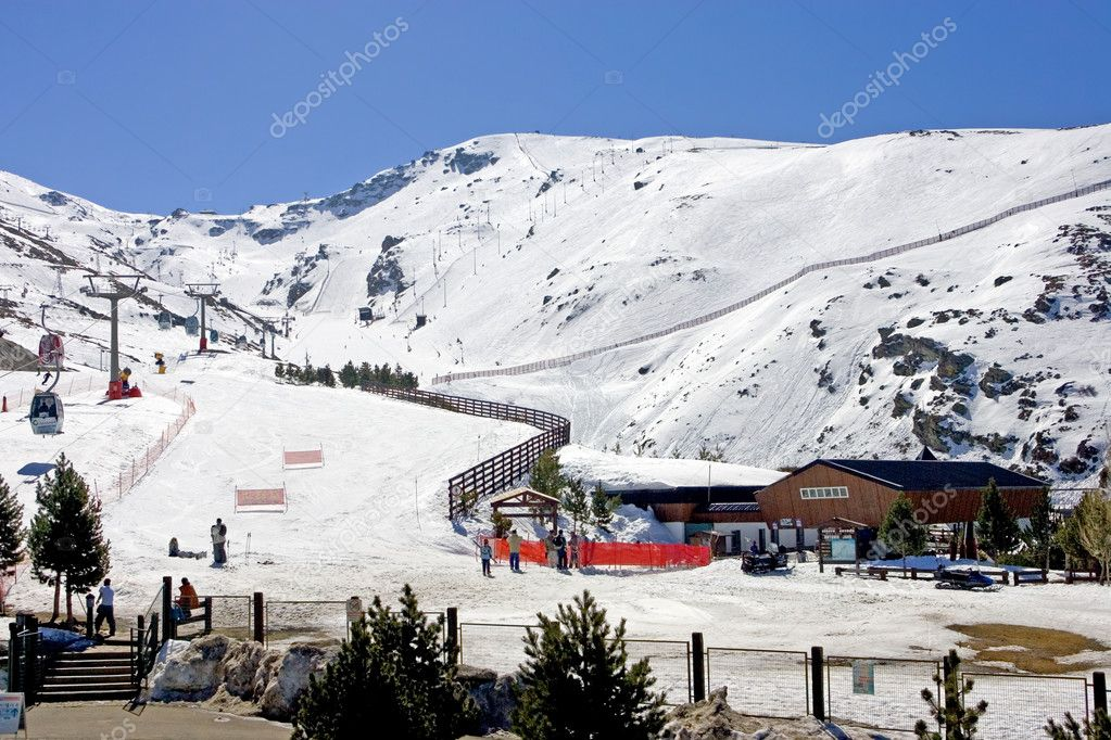 Ski slopes and lifts of Prodollano ski resort in the Sierra Nevada mountains in Spain — Stock Photo #6238846