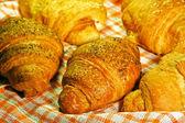 新鲜牛角面包 — 图库照片