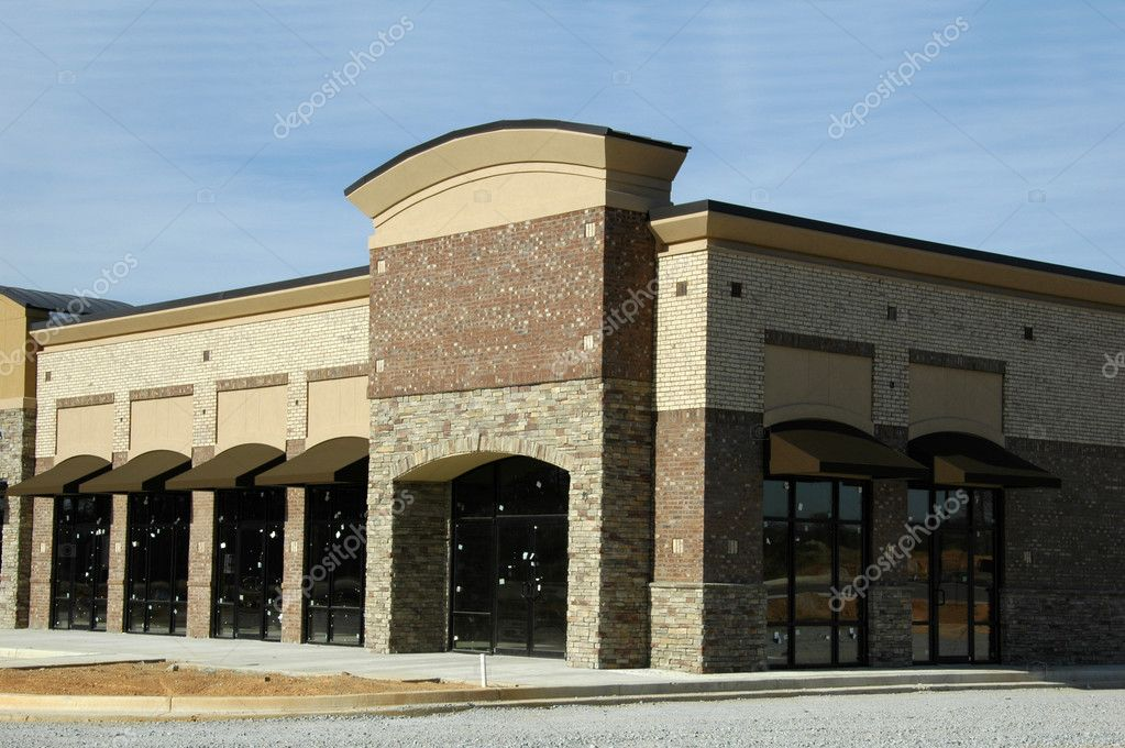 New Shopping Center with Office and Retail Space under Construction — Stock Photo #5921892