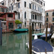 Buildings a canal in Venice — Stock Photo