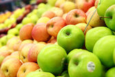 Green and red apples at the farmers market — Stock Photo