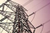 Věž přenosu síly na obloze — Stock fotografie