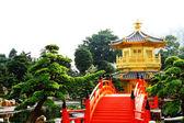 Orientalne złoty pawilon chi lin klasztor i ogród chiński, — Zdjęcie stockowe