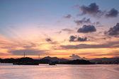Güzel tropik renkli gün batımı — Stok fotoğraf