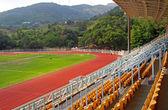 Landskap av tränare och reserve bänkar med sittplatser i fotboll st — Stockfoto