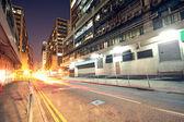 современный городской город с шоссе движение в ночное время, гонконг — Стоковое фото