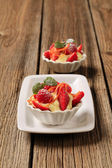Creamy pudding and fresh fruit — Stock Photo