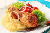 Roast chicken leg and mashed potato — Stock Photo