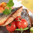 Geroosterde zalmforel filets — Stockfoto