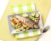 Grilled trout and mixed vegetables — Stock Photo