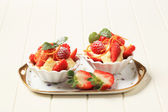 Creamy pudding and fresh fruit — Stock Photo