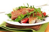 Fried fish and fresh salad — Stock Photo