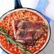 Pork ribs and baked beans — Stock Photo #6382123