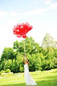 Невеста с воздушными шарами — Стоковое фото