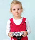 Dívka s starý fotoaparát — Stock fotografie
