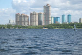 Urban landscape with modern houses on a river bay — Stock Photo