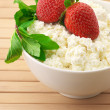 Cottage cheese with garnish — Stockfoto