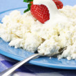 Cottage cheese with strawberries — Stock Photo