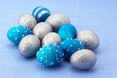 синий и серебро пасхальные яйца — Стоковое фото