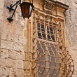 Street lamp and grated window in the Old City of Mdina, Malta — Stock Photo