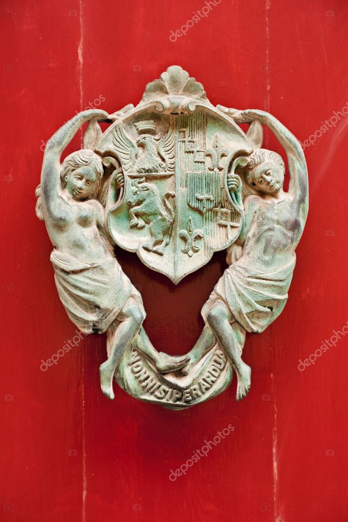 Decorative bronze door handle, Mdina, Malta — Stock Photo #5648515